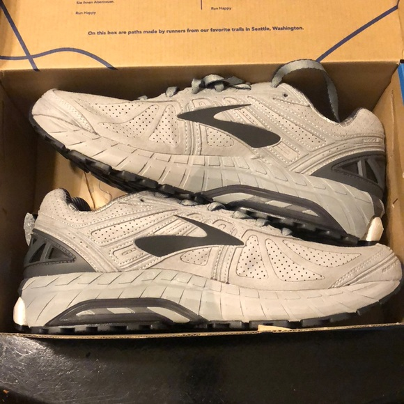Mens New In Box Brooks Tennis Shoes